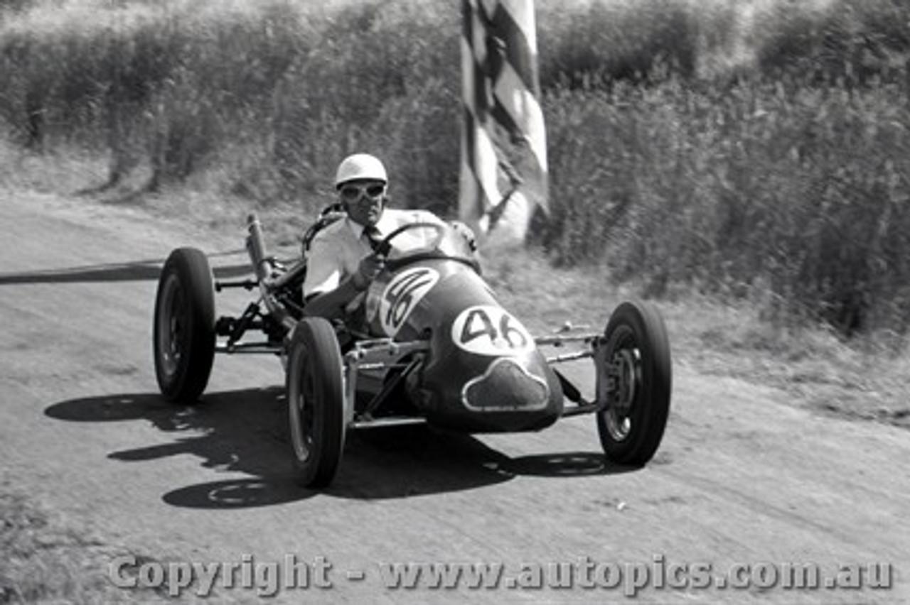 58118 - Lex Davison Cooper Irving S/C  Rob Roy 2nd February 1958 - Photographer Peter D Abbs