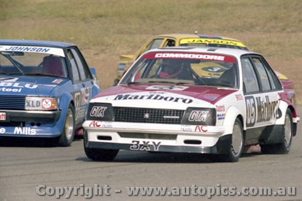 81047a  - Peter Brock VC Commodore / Dick Johnson - Ford Falcon XD - Oran Park 1981 - Photographer Lance Ruting