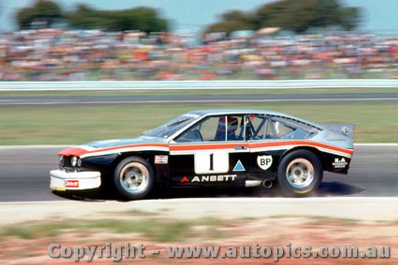 81049 - T. Edmondson Alfa Romeo Alfetta V8 - Calder 1981 - Photographer Peter D Abbs