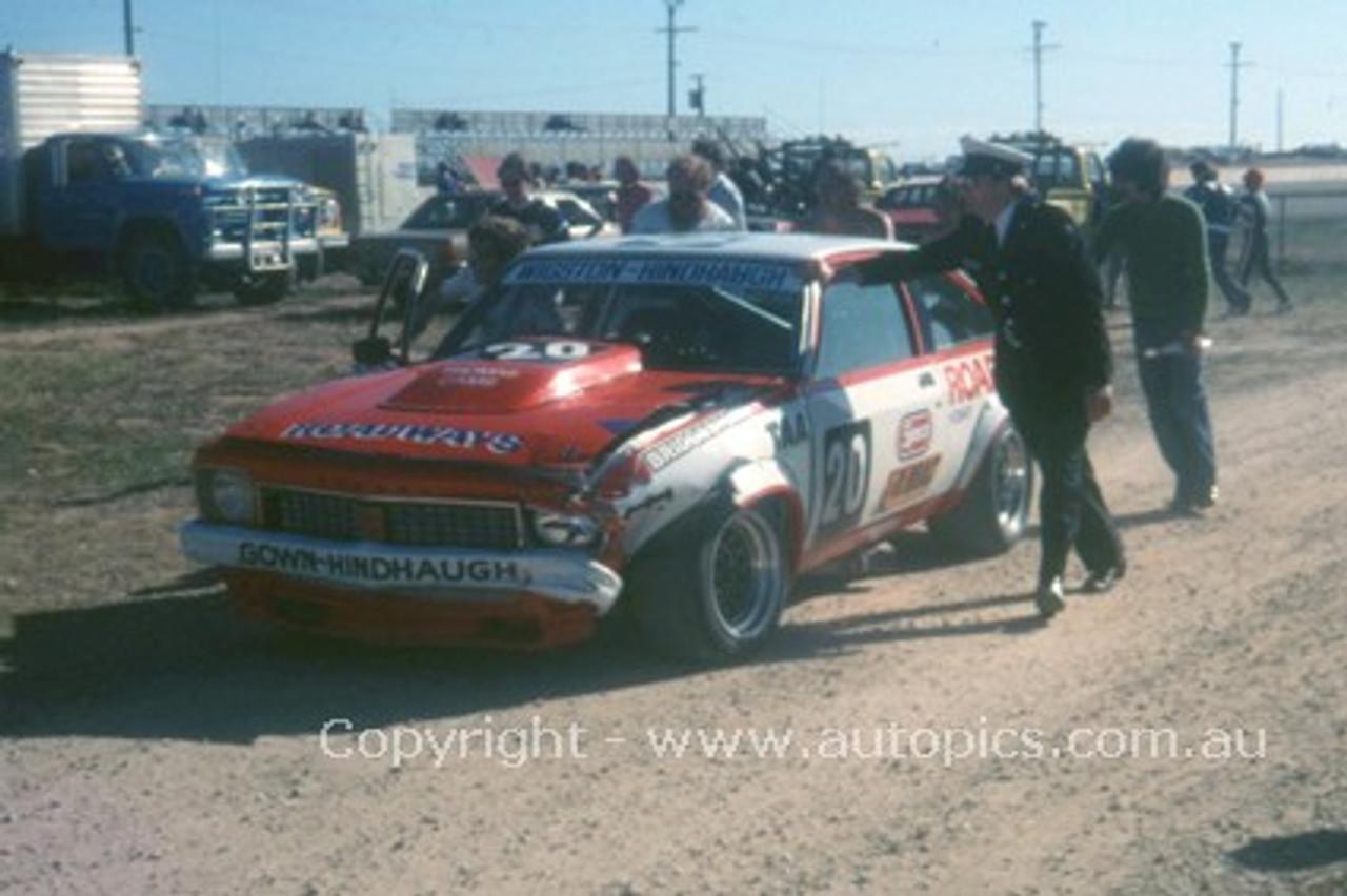 77052 - G. Wigston / B. Hindhaugh - Holden Torana A9X - Adelaide 1977- Photographer Peter Green