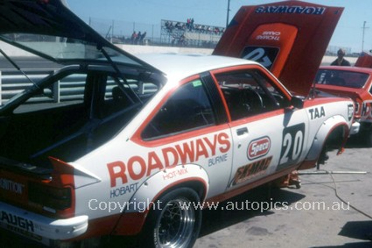 77053 - G. Wigston / B. Hindhaugh - Holden Torana A9X - Adelaide 1977- Photographer Peter Green