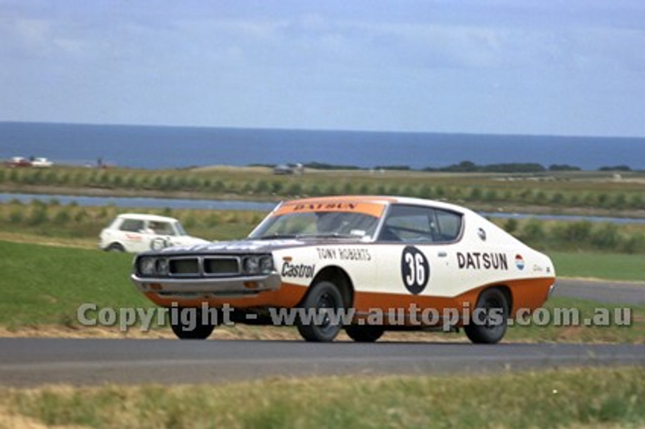 73180 - Tony Roberts, Datsun 240K - Australian Manufacturers' Championship Heat 5  - Phillip Island 25th November 1973 - Photographer Peter D'Abbs