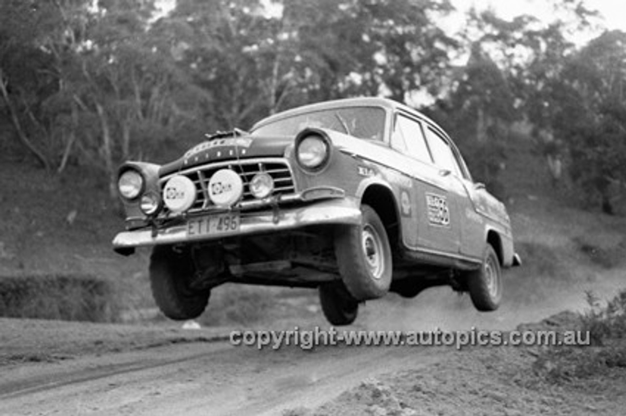 72912 - Holden FC - KLG Rally 1972- Photographer Lance J Ruting