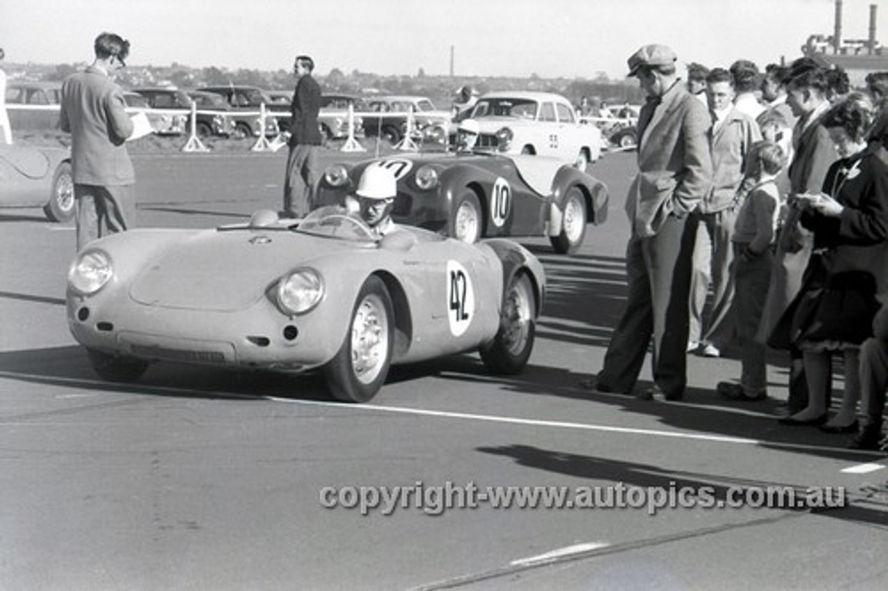 57438 - J Sayer Porsche Spyder - Fishermans Bend - 1957 - Photographer Peter D'Abbs
