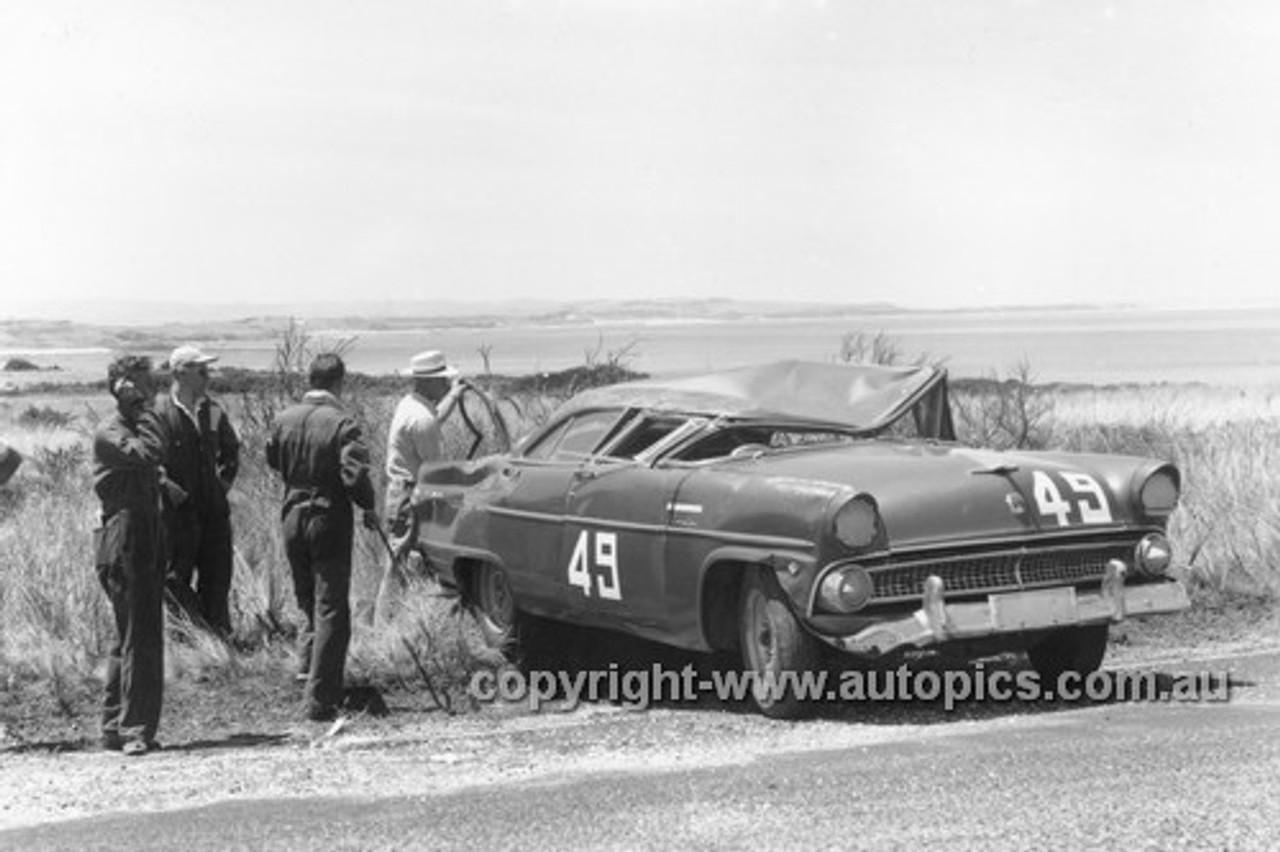 57002 - Len Lukey, Ford Customline - Phillip Island 1957