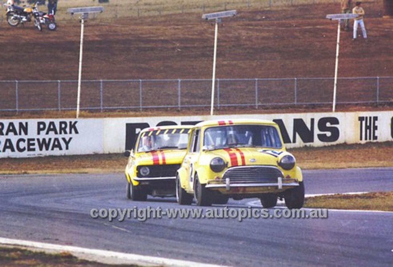 710001 - Peter Manton, Morris Cooper S & Dick Johnson, Torana - Oran Park 1971