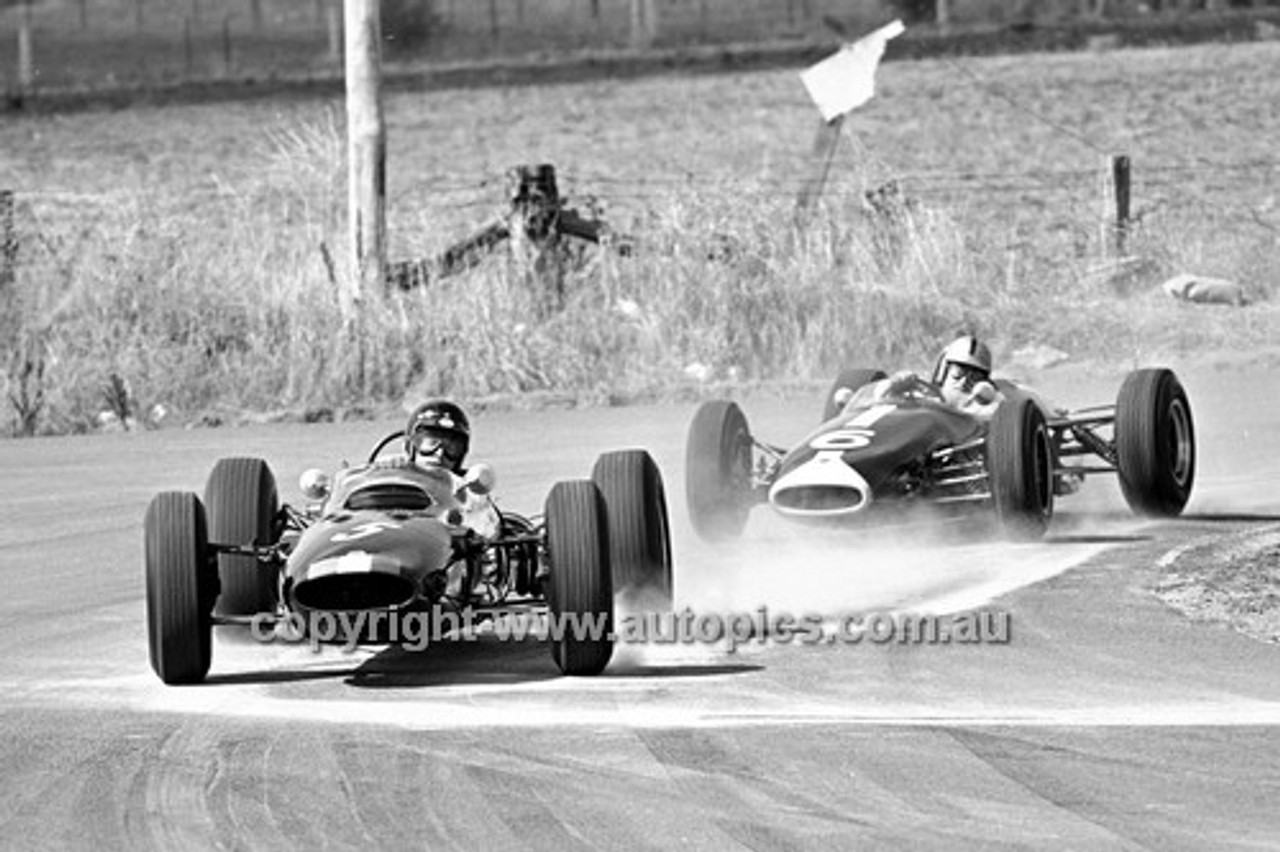 65571 - Leo Geoghegan, Lotus 32 & Bib Stillwell, Repco Brabham  - 19th April 1965 - Bathurst