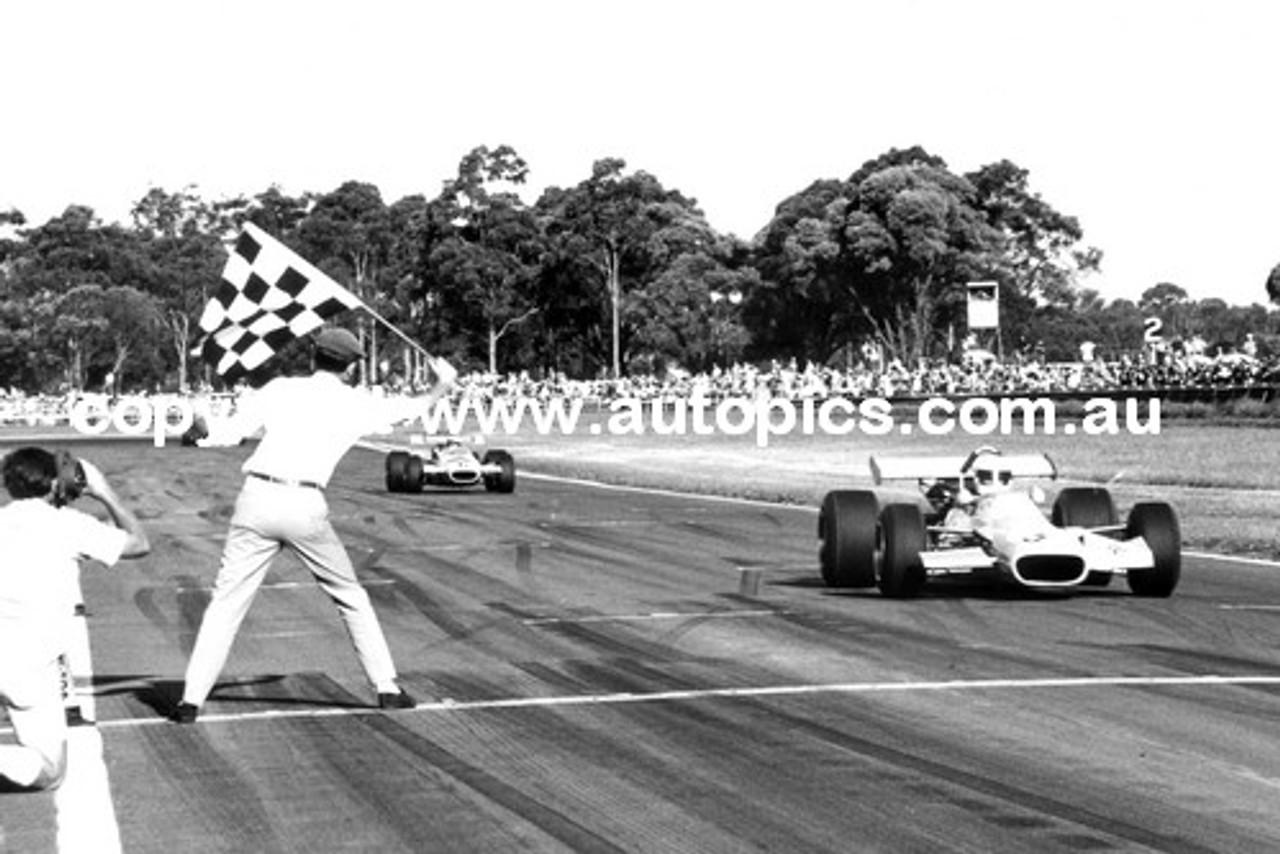 70507 - Kevin Bartlett 1st / Max Stewart 2nd  -  Tasman Series 1970 - Warwick Farm
