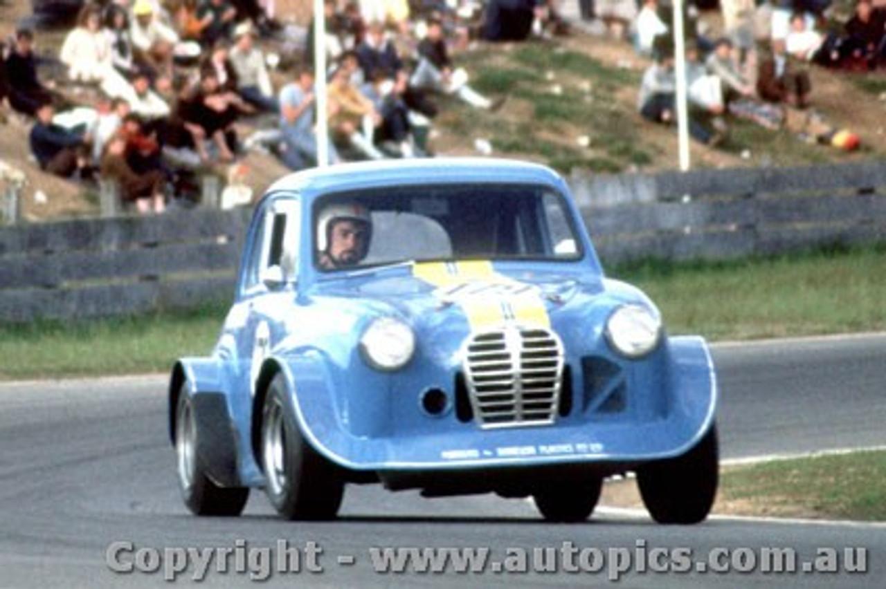 70018  -  Peter Brock  -  Austin A30  Oran Park  1970 - Photographer David Blanch