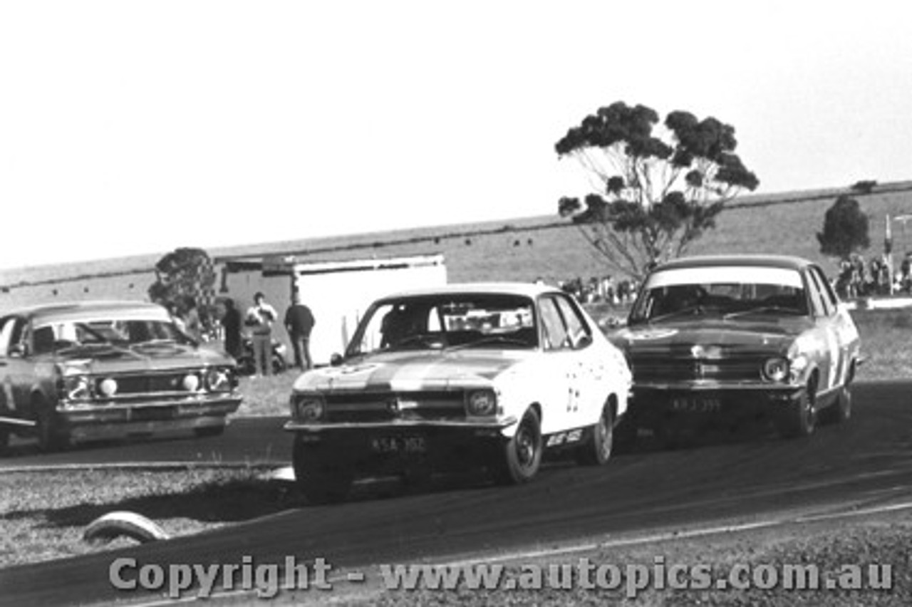 71019  -  Brock / Harvey / Moffat  -  Holden XU1 s lead the Falcon - Calder 1971