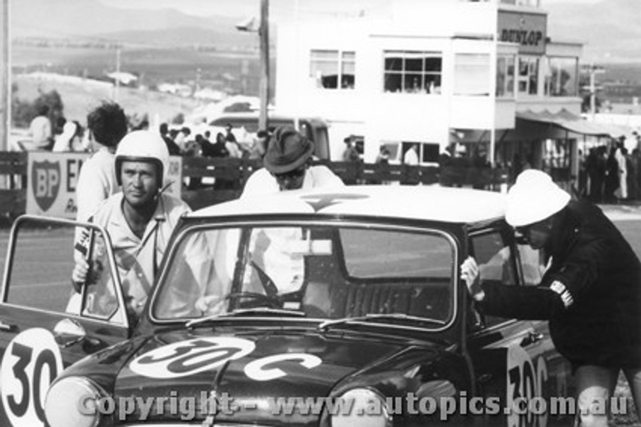 68706  -  Smith / Holland  -  Bathurst 1968 -Class C  winner - Morris Cooper S