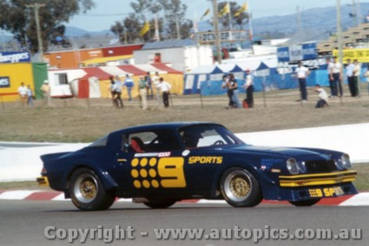 82705  -  K. Bartlett / C. Bond    Bathurst 1982  Camaro