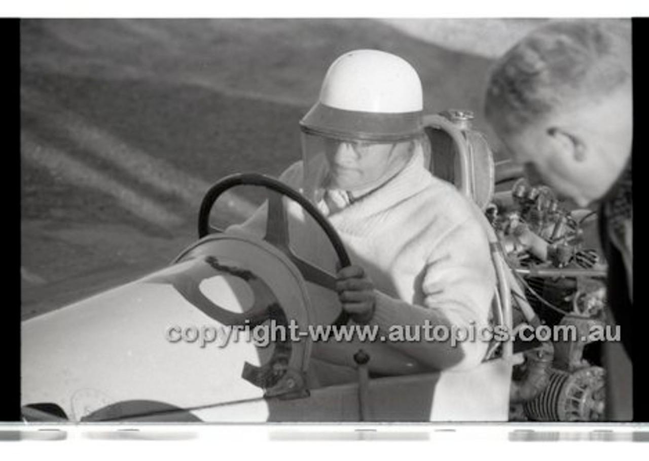 Rob Roy HillClimb 1st June 1958 - Photographer Peter D'Abbs - Code RR1658-003