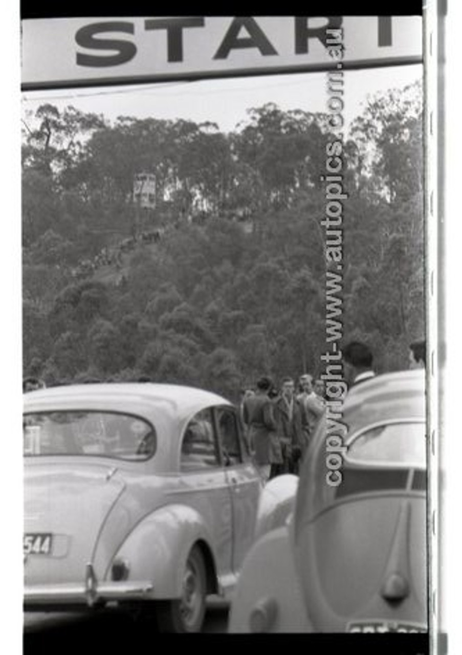 Rob Roy HillClimb 10th August 1958 - Photographer Peter D'Abbs - Code RR1658-105