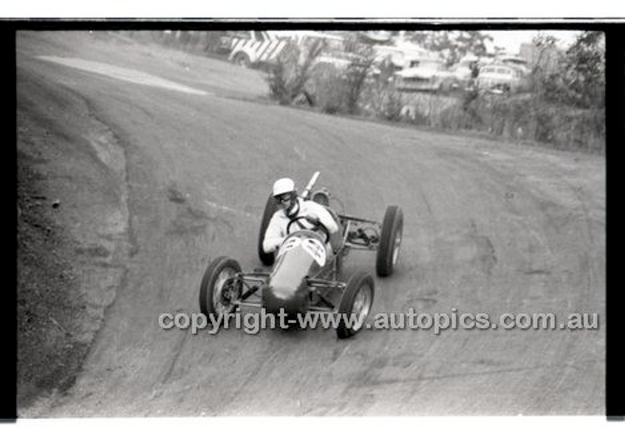 Rob Roy HillClimb 10th August 1958 - Photographer Peter D'Abbs - Code RR1658-112