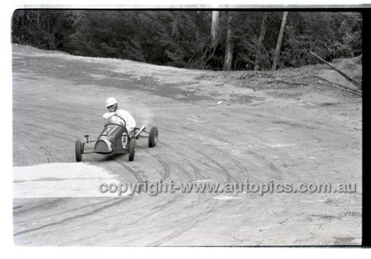 Rob Roy HillClimb 10th August 1958 - Photographer Peter D'Abbs - Code RR1658-114