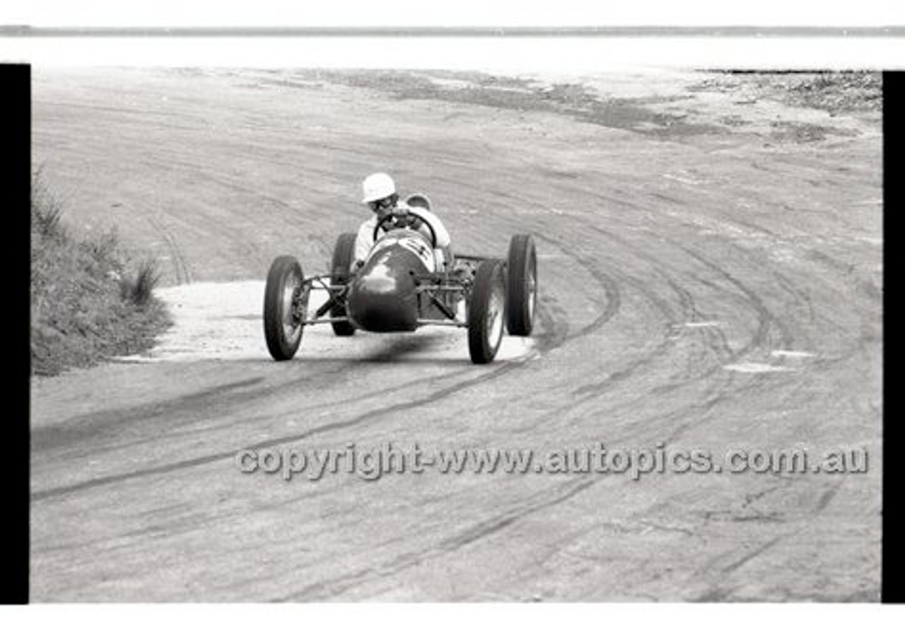 Rob Roy HillClimb 10th August 1958 - Photographer Peter D'Abbs - Code RR1658-122