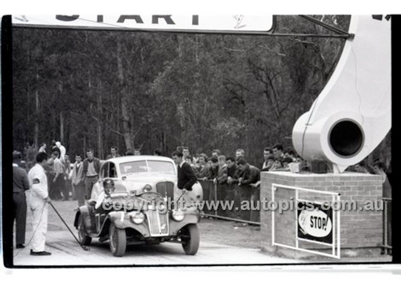 Rob Roy HillClimb 10th August 1958 - Photographer Peter D'Abbs - Code RR1658-127