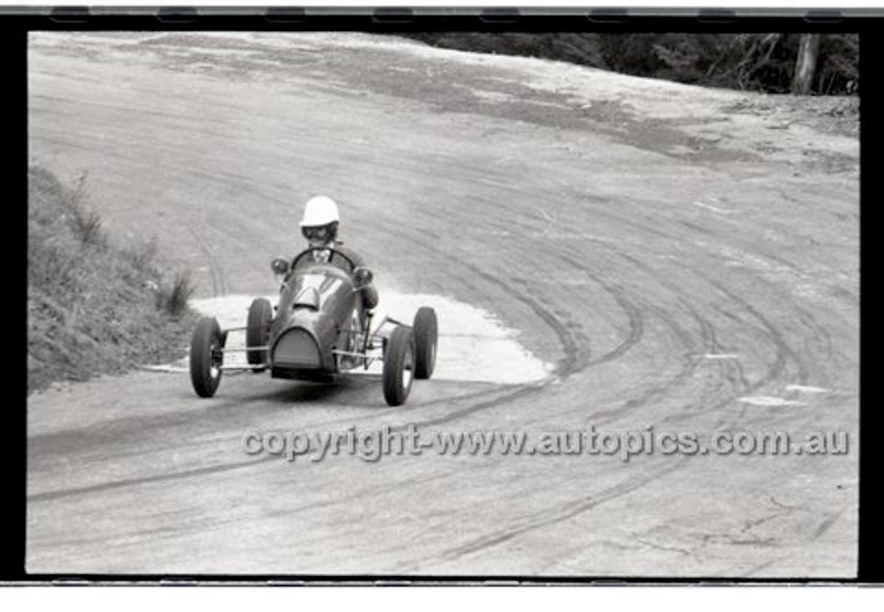 Rob Roy HillClimb 10th August 1958 - Photographer Peter D'Abbs - Code RR1658-140