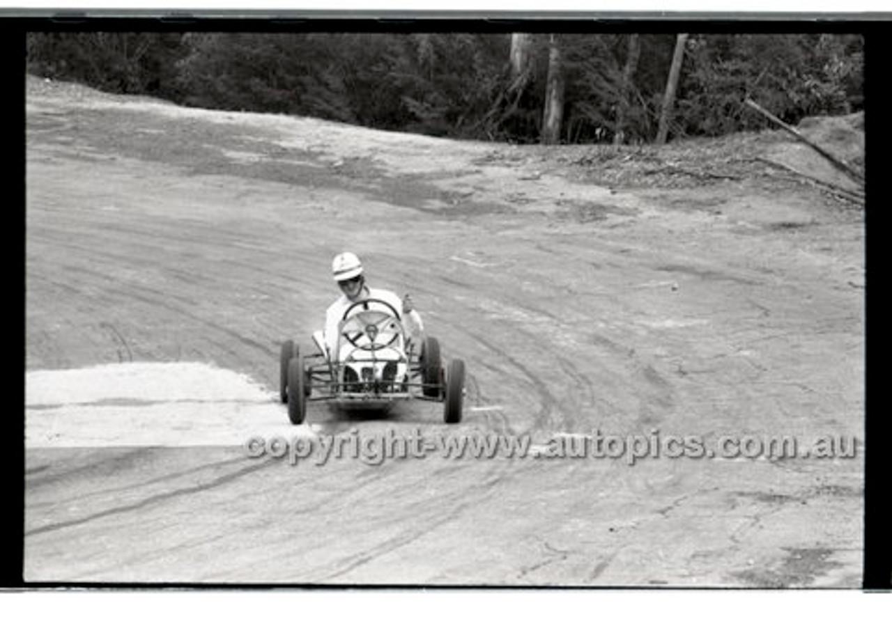 Rob Roy HillClimb 10th August 1958 - Photographer Peter D'Abbs - Code RR1658-141