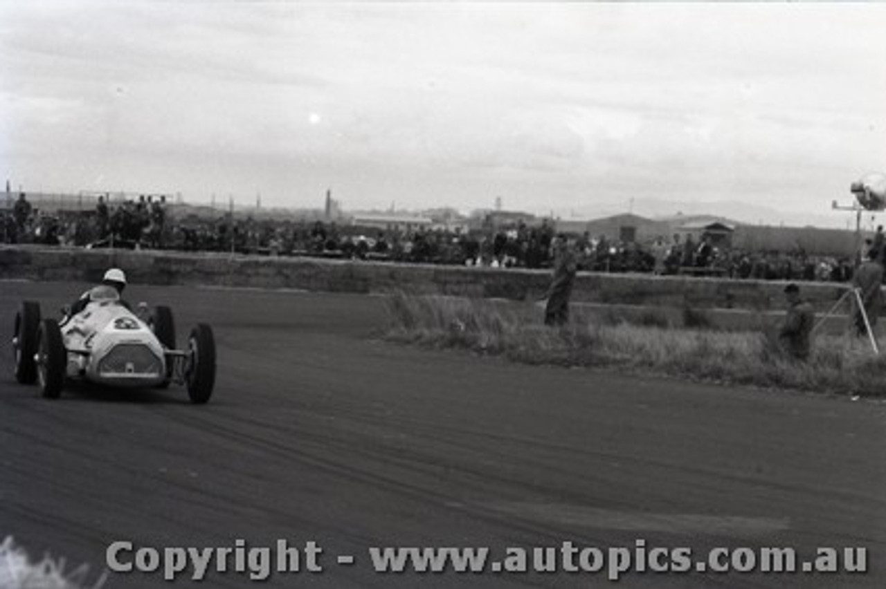 All of 1958 Fishermans Bend - Photographer Peter D'Abbs - Code FB1958-109