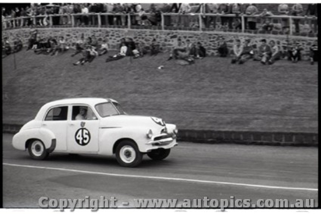 Geelong Sprints 23rd August 1959 -  Photographer Peter D'Abbs - Code G23859-51