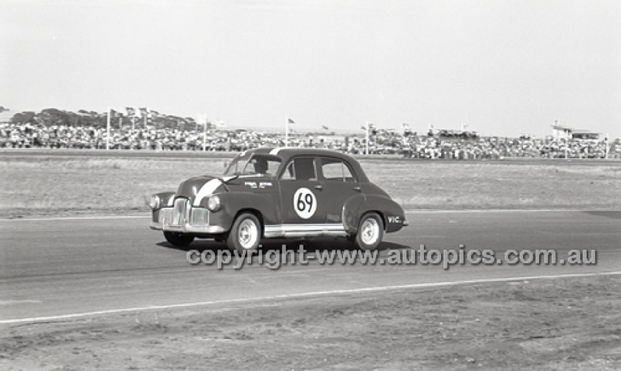 Calder 1965 - Photographer Peter D'Abbs - Code 65-PD-C-008