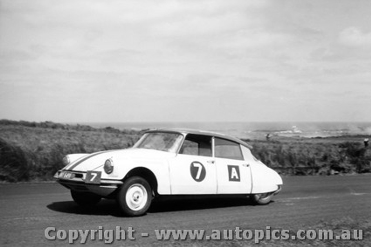 62704 - Beechey / Cusack Citroen ID19 - Armstrong 500 - Phillip Island 1962