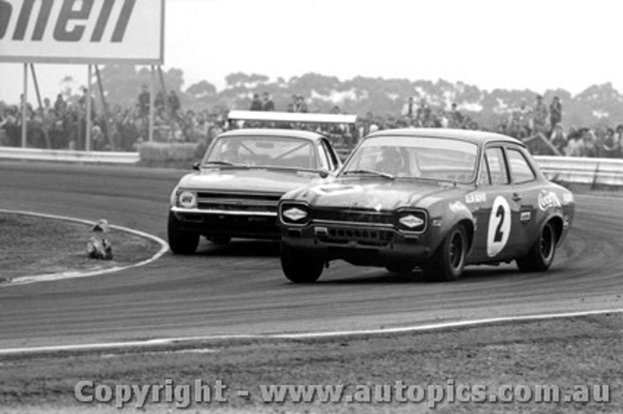 71041 - Allan Moffat Escort / Bob Jane Torana  - Calder 1971
