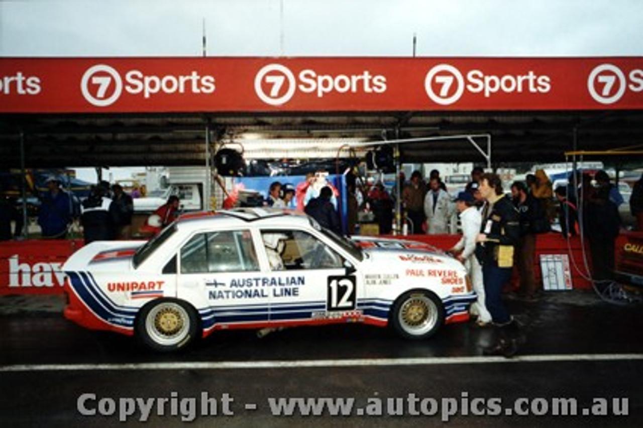 81722 - W. Cullen / A. Jones  -  Holden Commodore VC  Bathurst  1981