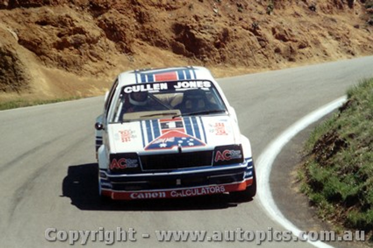 81726 - W. Cullen / A. Jones - The Number One Car-  Holden Commodore VC  Bathurst  1981