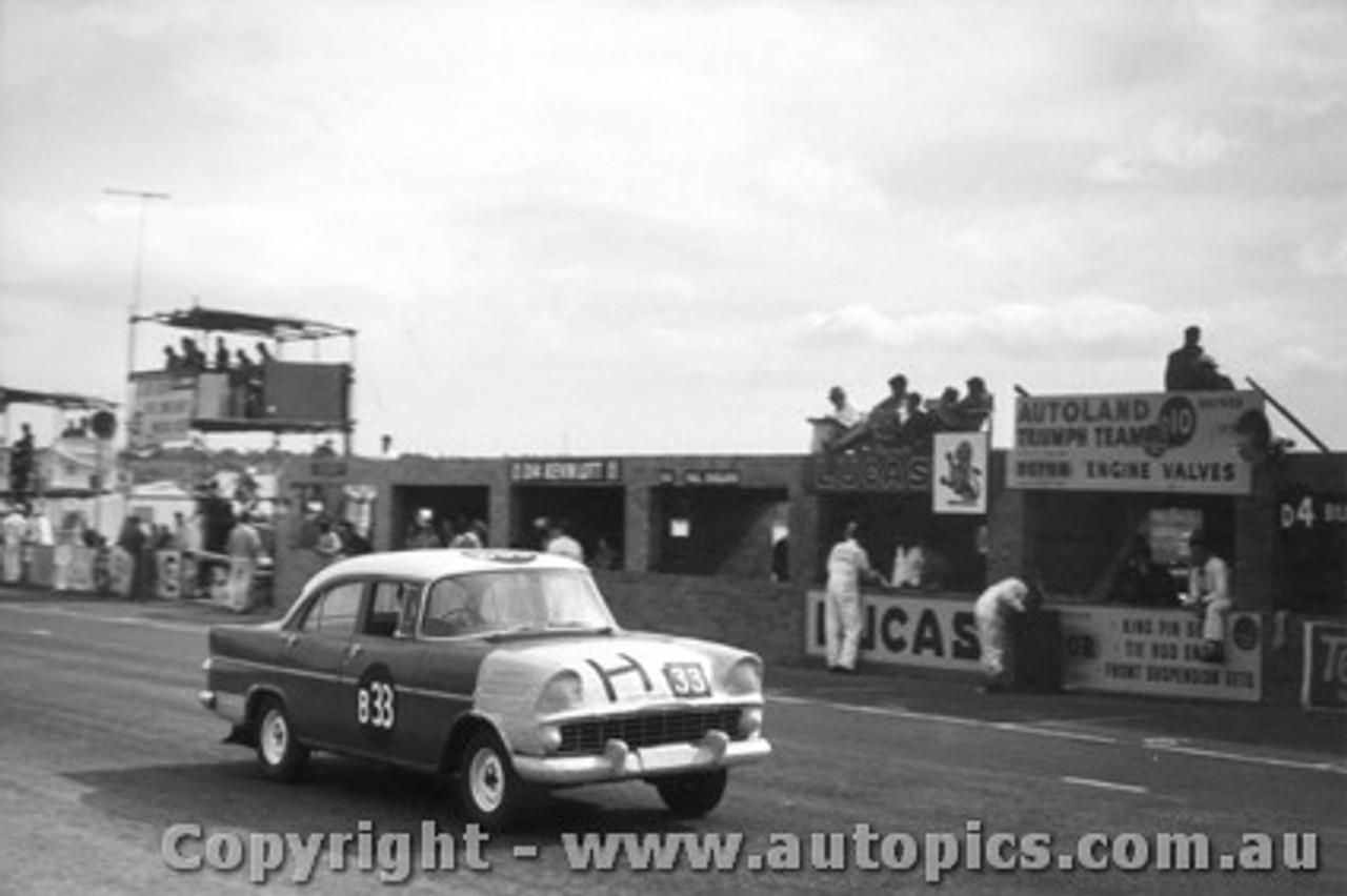 61711 - I. Strachan / J. Lanyon / D. Catzin  Holden EK - Armstrong 500 Phillip Island 1961