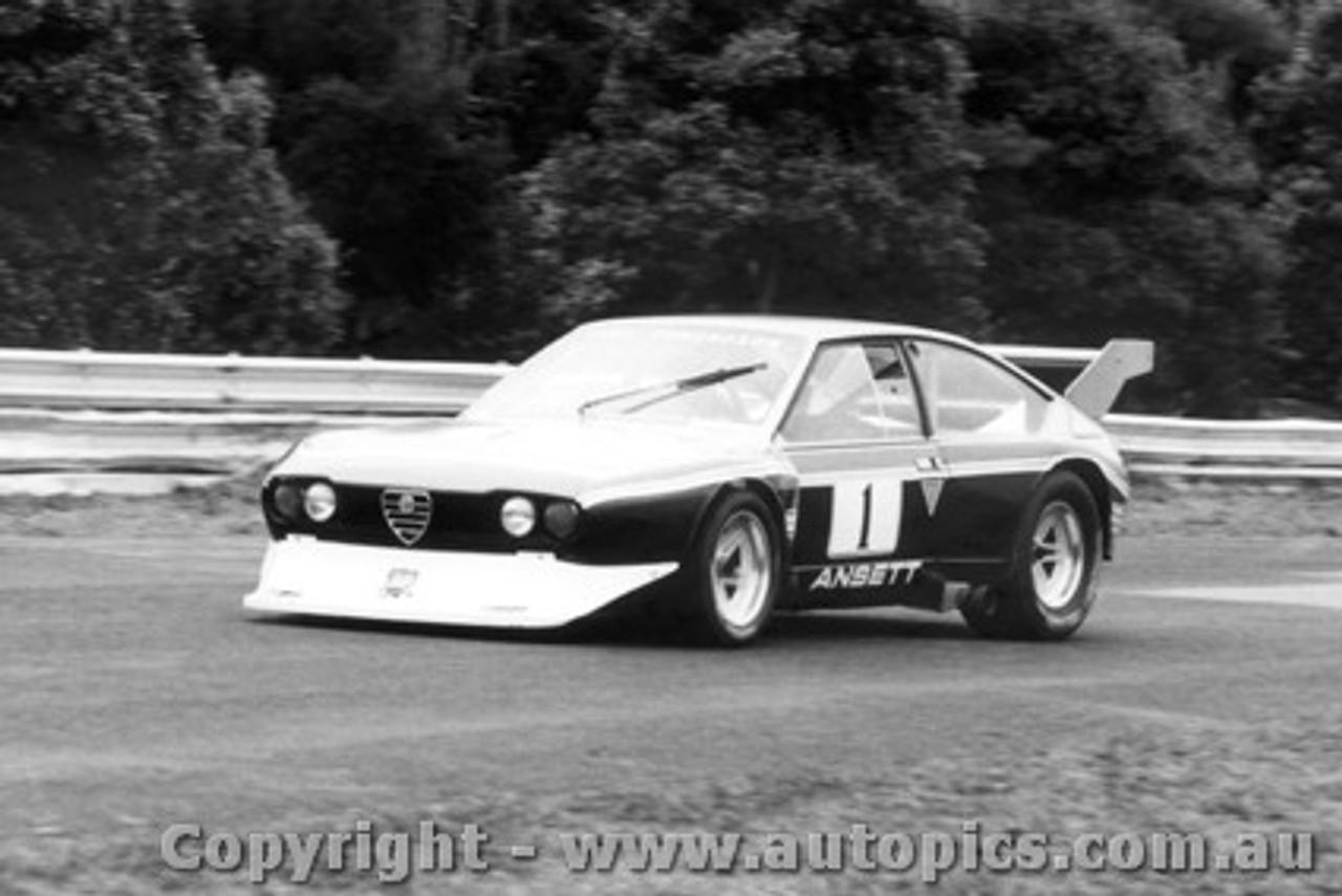 81012 - T. Edmondson Alfa Romeo Alfetta V8 - Sandown 1981