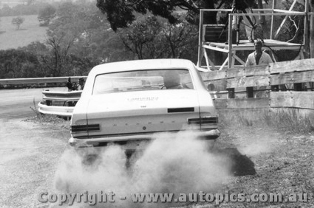 68722 - SIB PETRALIA / JIM SULLIVAN  Holden Kingswood 186S - Bathurst 1968