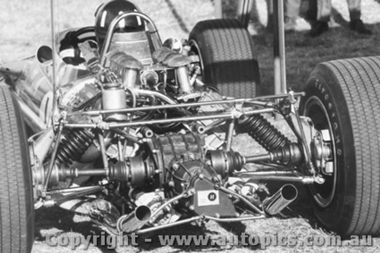 69534 - Graham Hill Lotus 49 - Warwick Farm 1969