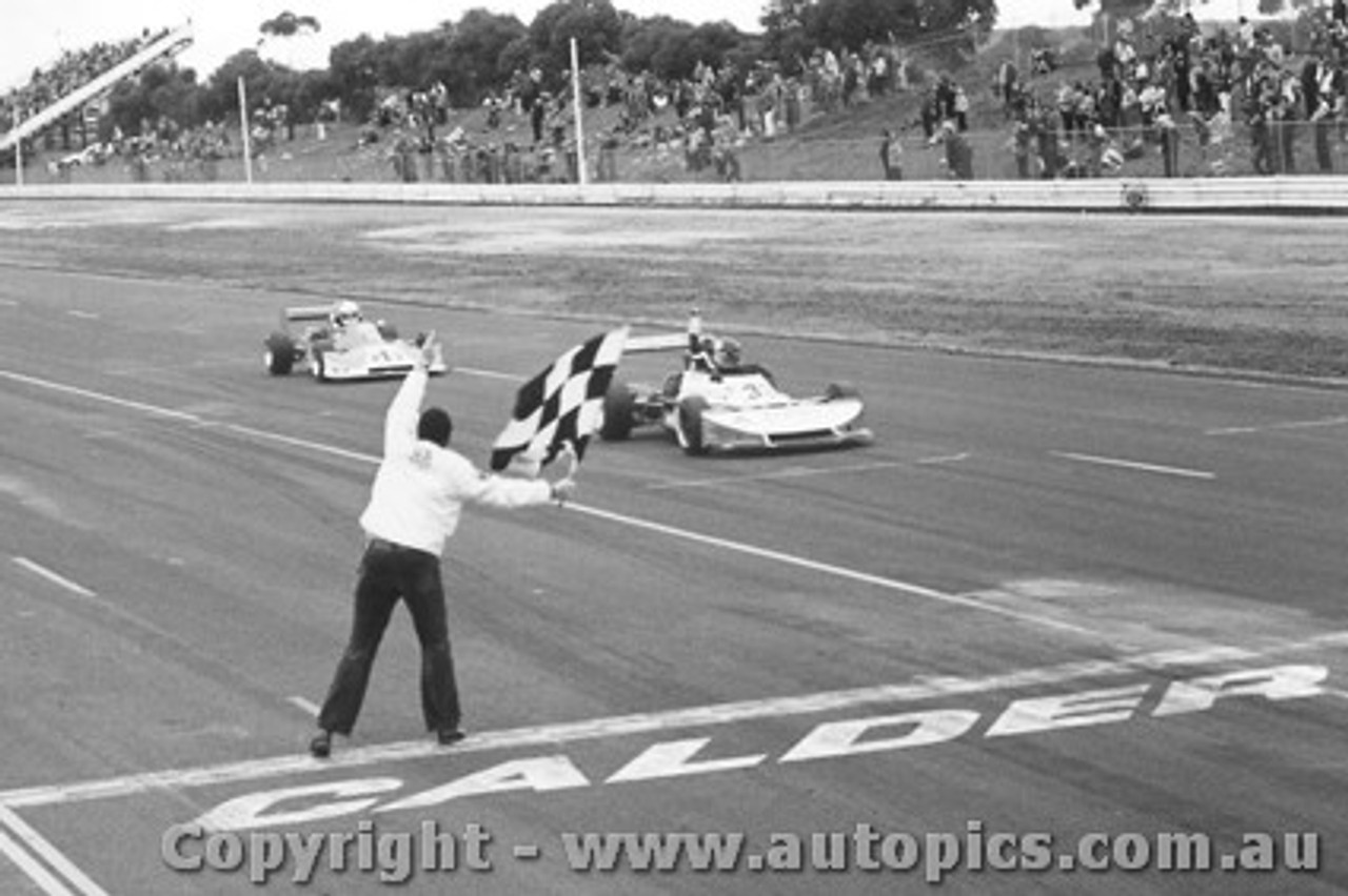 79411 - J. Bowe Elfin 792 / B. Shead Cheetah MK8  - Calder 1979