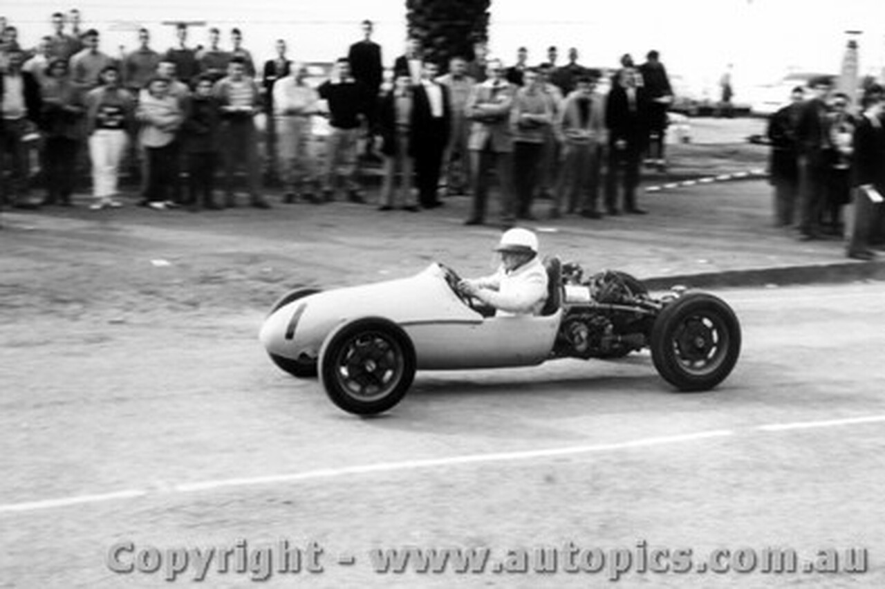 58527 - B. Walton Walton Cooper  - Geelong Speed Trials 1958