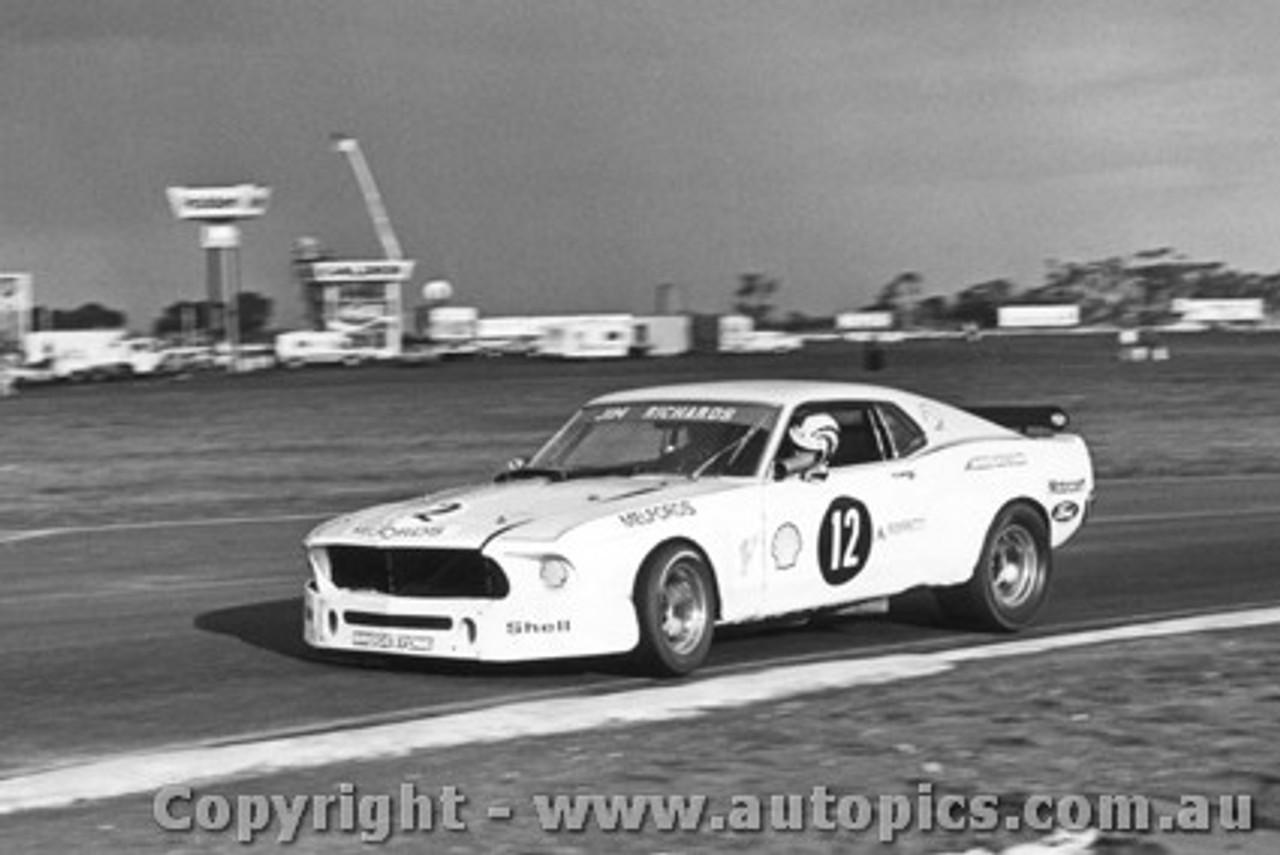 77026 -  J. Richards Mustang - Calder 1977