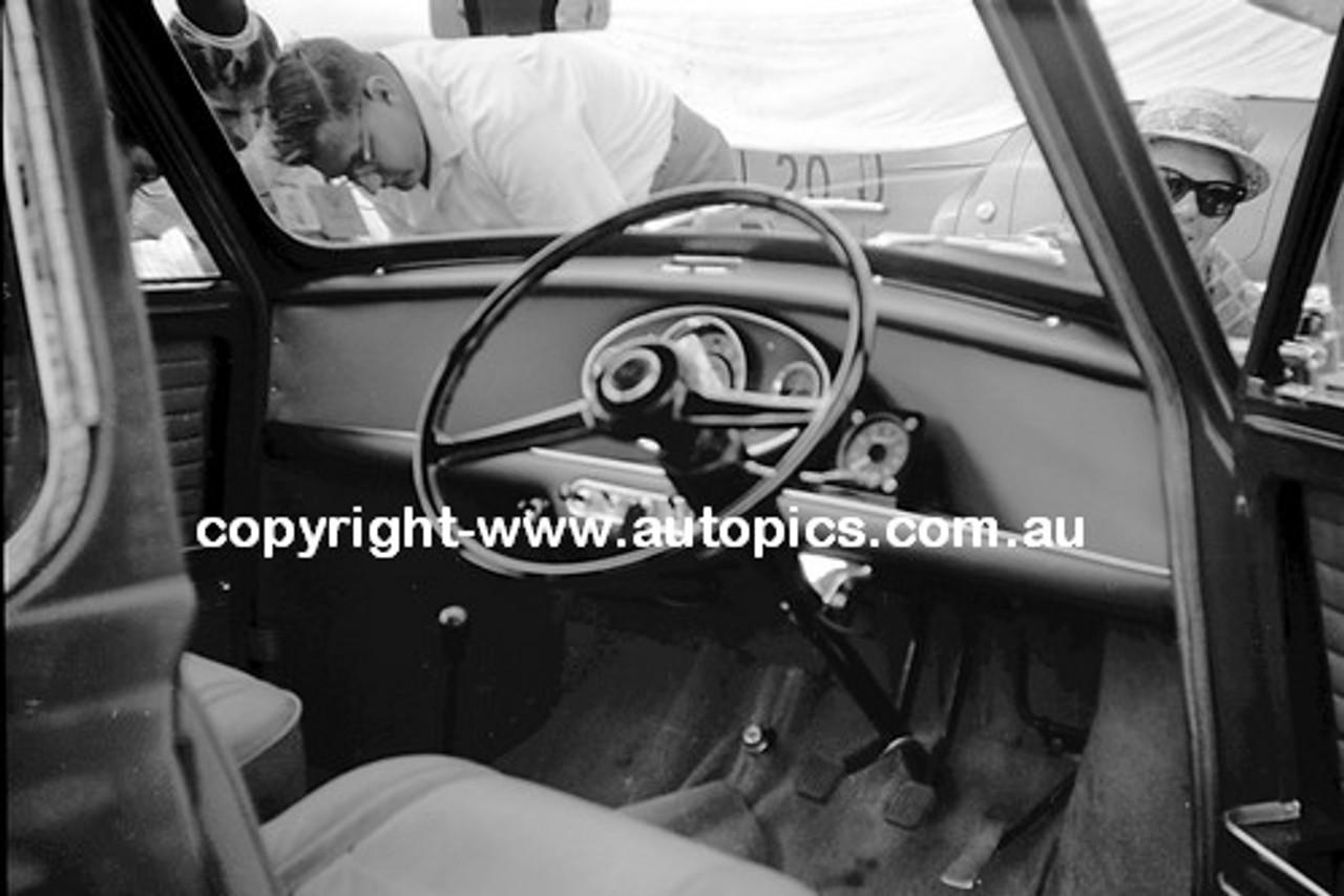 62594 - Ron Flockhart, Morris Cooper - Warwick Farm 4th February 1962