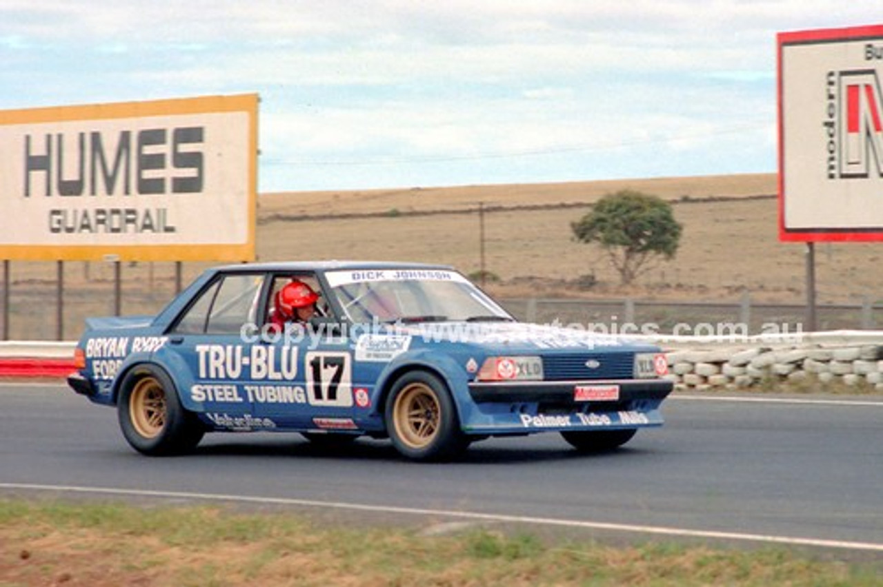 81096 - Dick Johnson, Falcon XD & Peter Brock, Commodore - Calder 15th March 1981 - Photographer Peter D'Abbs