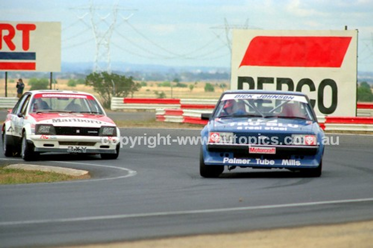 81094 - Dick Johnson, Falcon XD & Peter Brock, Commodore - Calder 15th March 1981 - Photographer Peter D'Abbs