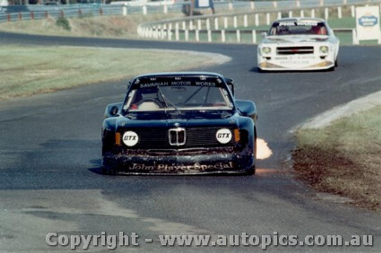 81018 - A. Grice BMW - P.  Ward Holden Monaro - Sandown 1981