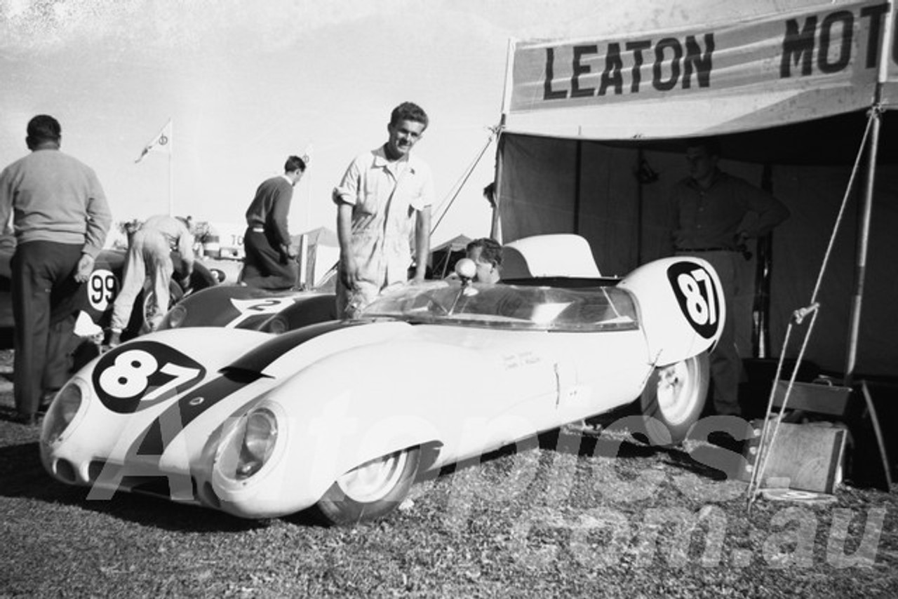 60106 - Frank Matich Lotus 15 Climax - Bathurst 2nd October 1960 - Paul Manton Collection
