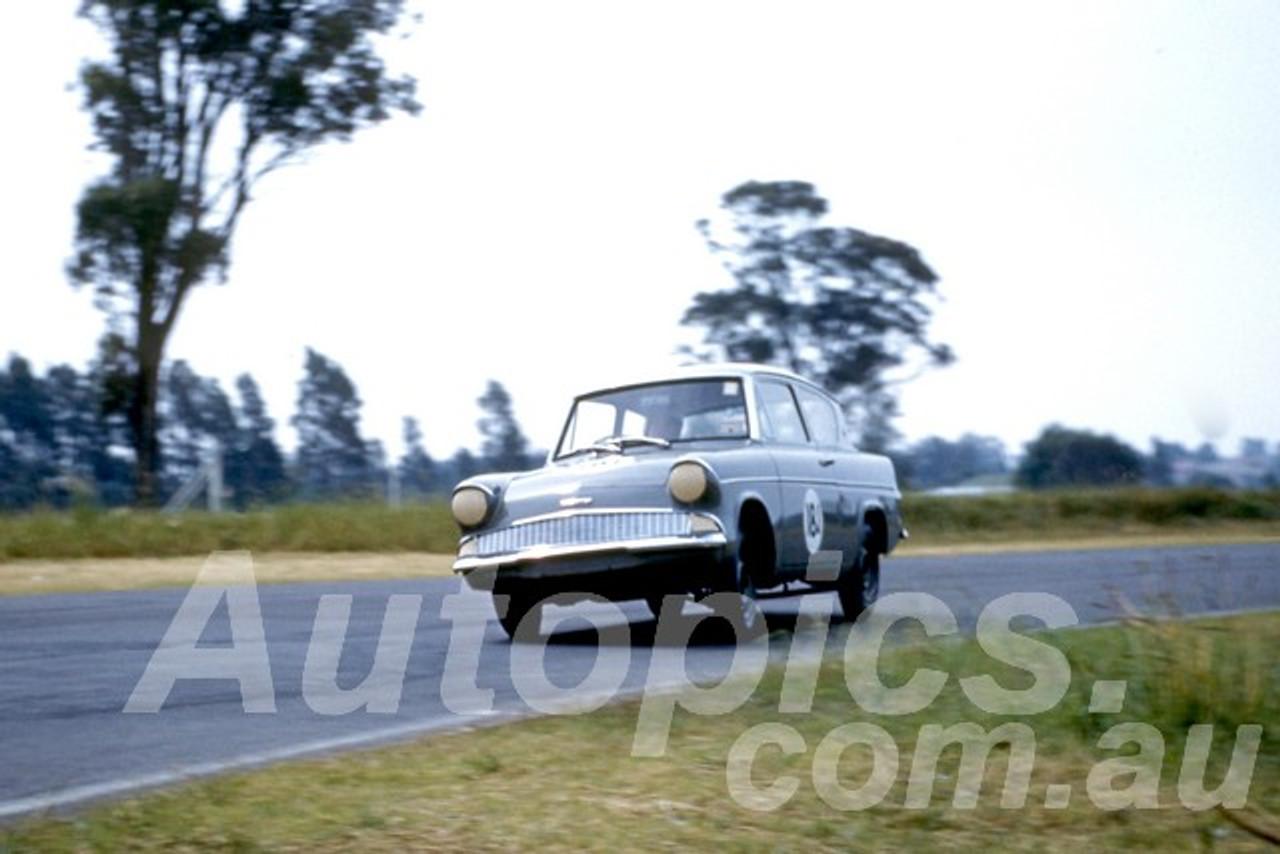 61044 - John French - Anglia  - Warwick Farm 1961 - Photographer Peter Wilson