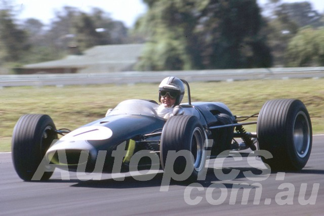 68304 - Denny Hulme, Brabham BT23 - Warwick Farm 1968 - Peter Wilson Collection