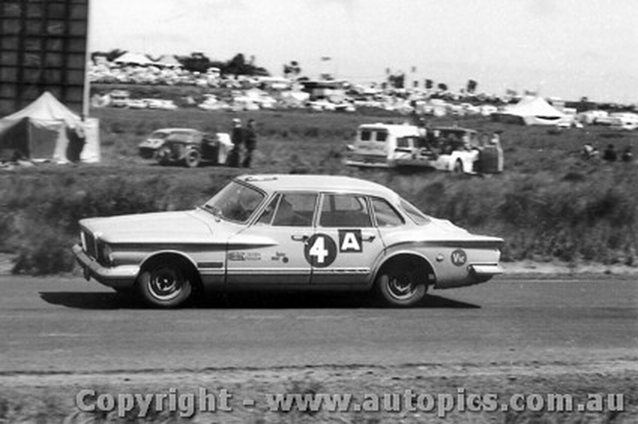 62719 -P. Boyd-Squires / P. White - Chrysler Valiant - Armstrong 500 - Phillip Island 1962