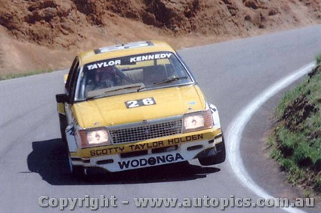 81734 - Taylor / Kennedy  Holden Commodore - Bathurst 1981