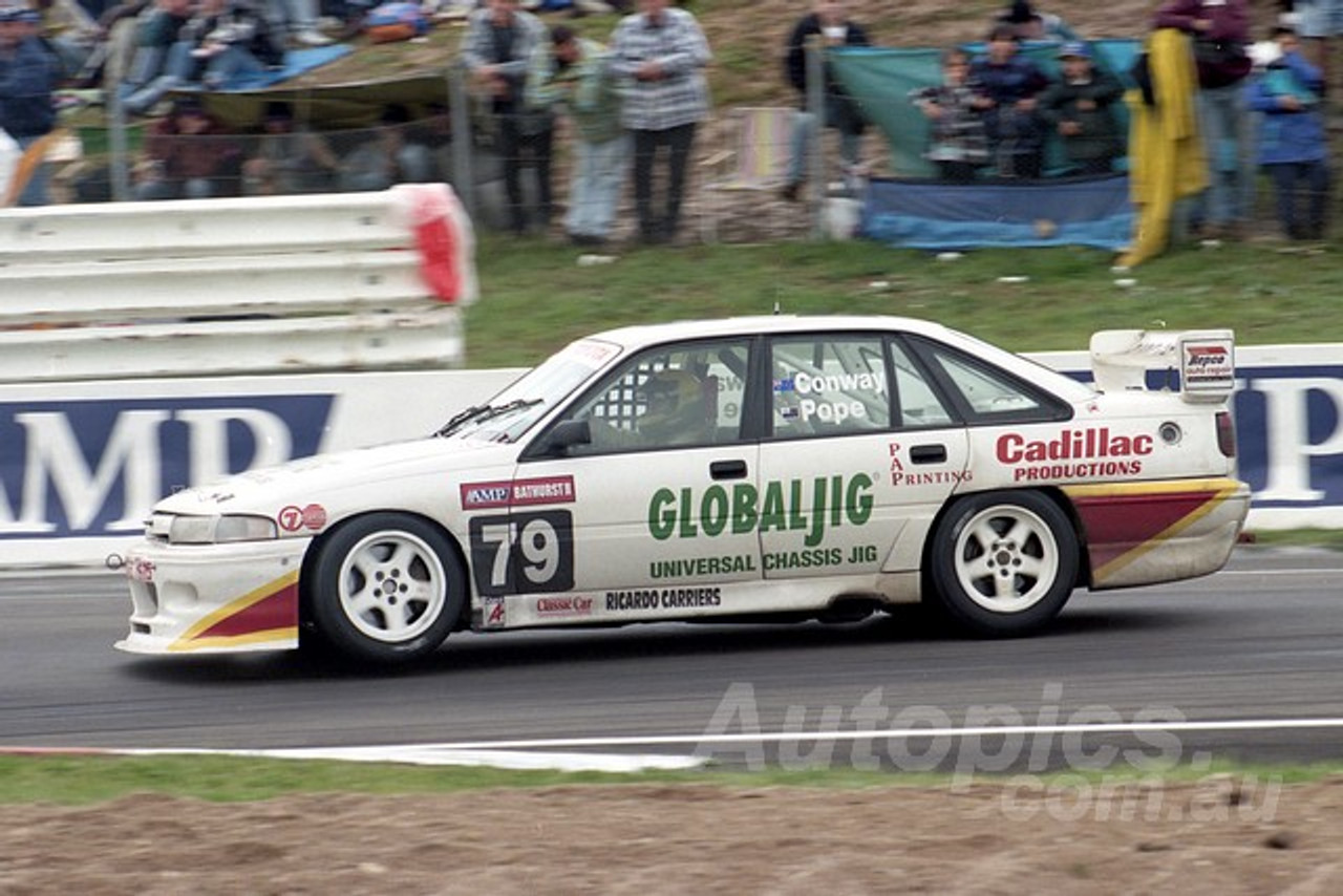 96836 - MIKE CONWAY / MILES POPE - Commodore VP - AMP Bathurst 1000 1996 - Photographer Marshall Cass