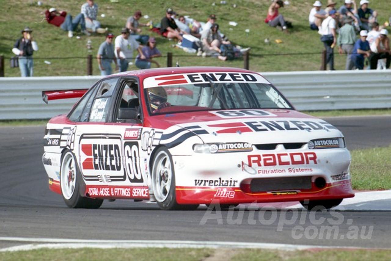 95820 - PETER McLEOD / RYAN McLEOD -  COMMODORE VR -  Tooheys 1000 - Bathurst 1995 - Photographer Marshall Cass