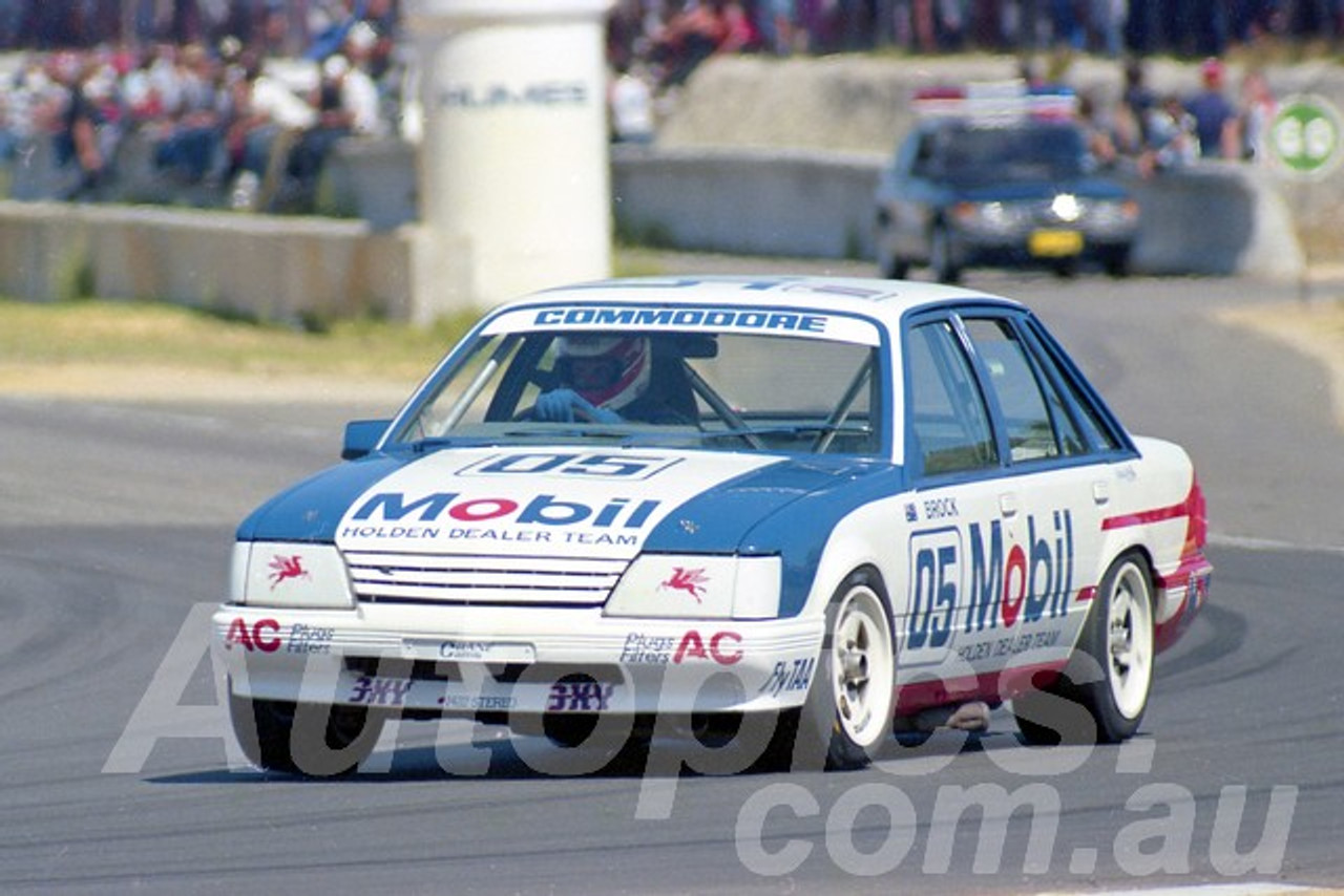 85084 - Peter Brock Commodore - Wanneroo March 1985 - Photographer Tony Burton